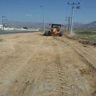 بلدية #بارق تستبق زيارة المُحافظ وتقوم بصيانة طريق ثلوث المنظر