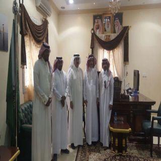 رئيس بلدية #بارق بمكتب المُحافظ يُناقش مدرج الطيران الرياضي