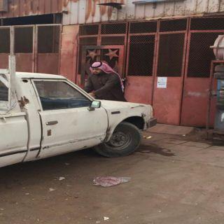 أمانة #الحدود_الشمالية تغلق ثمانية محلات في الصناعية القديمة