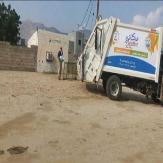 بالصور – بلدية #بارق تواصل أعمال النظافة داخل أحياء ألمحافظه و مراكزها.