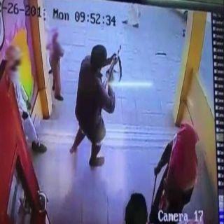 الطالب الذي يحمل رشاش داخل مدرسة في قبضة الجهات الأمنية بعسير