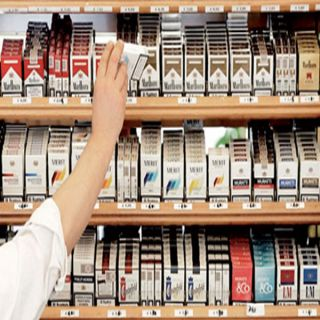 تسريبات عن ارتفاع أسعار التبغ تتسبب في نفاذ علب السجائر من المحلات