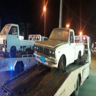 """بالصور -بلدية #بارق تزيل """"47"""" مركبة تالفه من شوارع المحافظة"""
