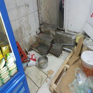 أمانة #الطائف تُغلق مستودع للمعجنات واللحوم والأجبان الفاسدة بأحد الأحياء