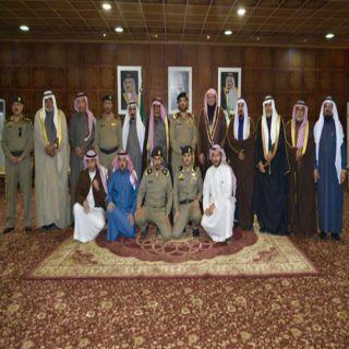مُدير شرطة #القصيم يلتقي لجنة أهالي رياض الخبراء وشباب المحافظة