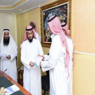 مدير عام التعليم بـ #مكة يُسلم 180 ألف  ريال لدعم مدارس التطوير