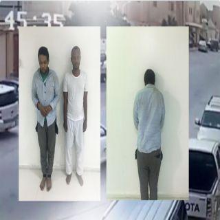 بالصور شرطة #الرياض توقع بمنفذي جريمة السطو على مواطن في وضح النهار