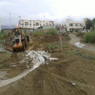 بلدية #بارق تتأهب بفرقتي طواري وأكثر من40 عامل و10 مُعدات للحالة المطرية