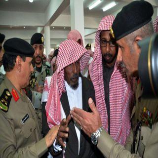 الفريق المحرج يؤي الصلاة على الشهيد العريف مبارك القحطاني في محافظة #خميس_مشيط