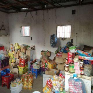 بالصور: دوريات #جازان تضبط مستودعا لمواد غذائية منتهية الصلاحية