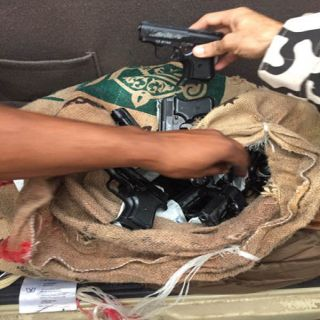 دوريات المجاهدين في #جازان تُحبط محاولة تهريب كمية من الأسلحة والذخيرة والمخدرات.