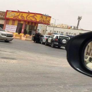 شرطة الرياض توقع باقائد فورد قام بإشهر سلاح ناري على المارة في الشارع