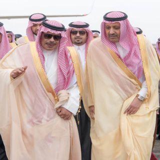 بالصور الأمير الدكتور حُسام بن سعود يصل للباحة والأمير مشاري في إستقباله