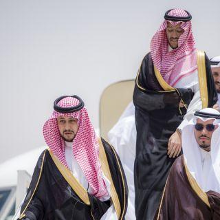 نائب أمير القصيم يصل مطار الأمير نايف والأمير فيصل بن مشعل في إستقباله