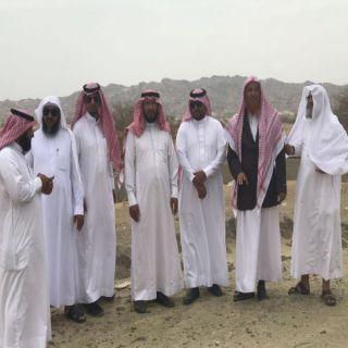رئيس بلدية #بارق يرافقه عضو المجلس البلدي يقفان على احتياجات قرى جمعة ربيعة