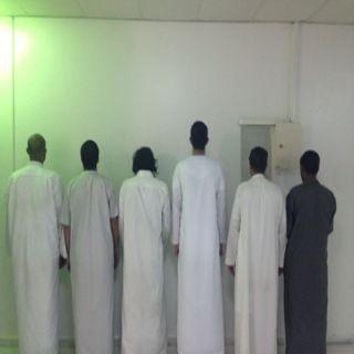 تحريات شرطة #الرياض توقع بـ5 مواطنين ومغربي أقروا بإرتكاب(16)حادثة سرقة