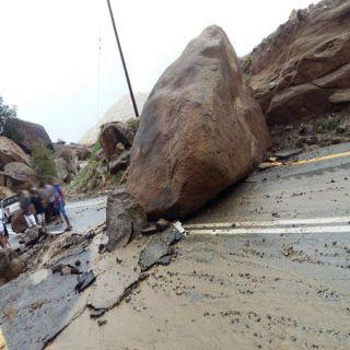 بالصور -أمطار ثلوث المنظر انهيارات صخرية وانقطاع للتيار الكهربائي.