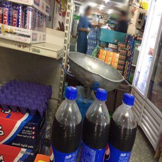 بالصور -مواطن يوثق إنتهاء مشروب غازي في إحدى بقالات ثلوث المنظر