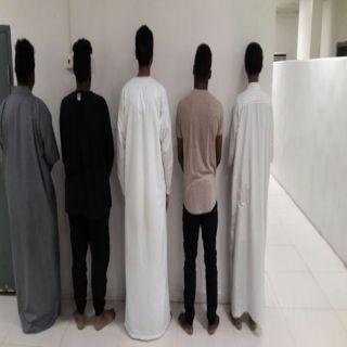 شرطة الرياض توقع بـ6 جُناة ظهروا في مقطع فيديو يعتدون على عمال محطة وقود
