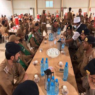 مدير مدني القصيم يزور الطلبه المستجدين ويشاركهم وجبة الإفطار