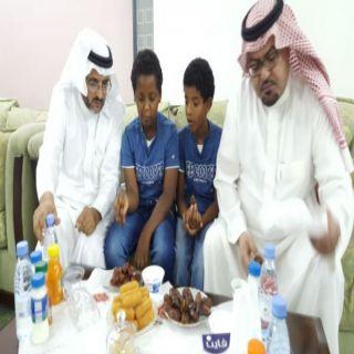 """العبيلان و العاصمي يُشاركان نزلاء""""دار الملك فهد لأيواء الأيتام في الباحة"""" افطارهم"""