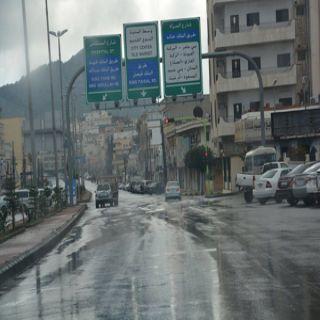 بالصور -الامطار والغيوم في #بلجرشي تستهوي المواطنين والزوار للخروج للتنزه