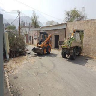 بلدية #بارق ترفع النفايات وتُعيد فتح الطرق الفرعية بقرى وادي بقرة