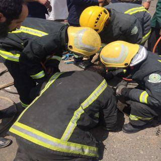 مدني #تبوك يُنقذ (3) عُمال آسيويين سقطوا في خزان صرف صحي