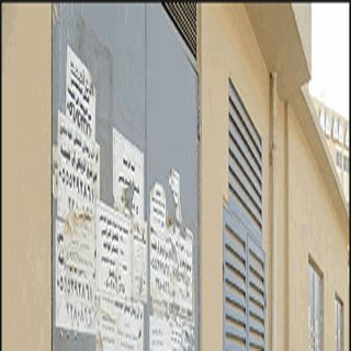 في ثلوث المنظر ملصقات إعلانية مزعجة ومُطالبات بمكاتب تنظيمية