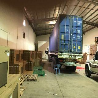 شرطة الرياض توقع بـ5 تورطوا في سرقة شاحنة بكامل حمولتها وإخفائها في أحدى المستودعات