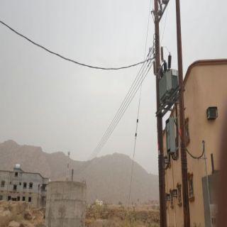 بالصور عمود وخط كهربائي تُعيق إكمال بناء منزل مواطن شمال ثلوث المنظر