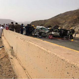 وفاة وثلاث إصابات في حادث تصادم بطريق المخواة -الخوانق