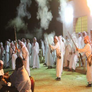 بمشاركة مشايخ القبائل وعدداً من زملائه الشهري يحتفل بتقاعده