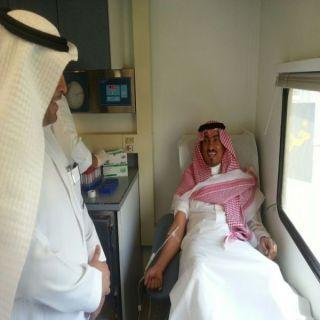 محافظ #خميس_مشيط يدشن حملة التبرع بالدم بالمستشفى العام