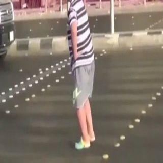 الجهات الأمنية تضبط الشاب الراقص أمام السيارات في #جدة
