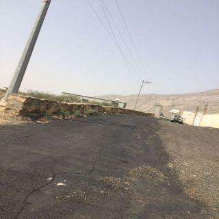 بالصور بلدية #بارق تستكمل اعمال سفلتة قرى ثلوث المنظر
