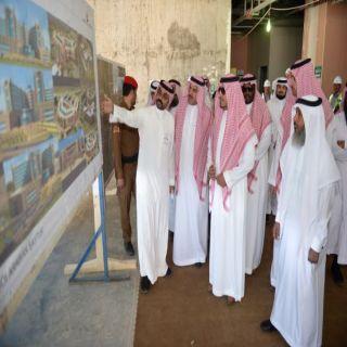 منصور بن مقرن يتفقد مشروع المدينة الجامعية بالفرعاء