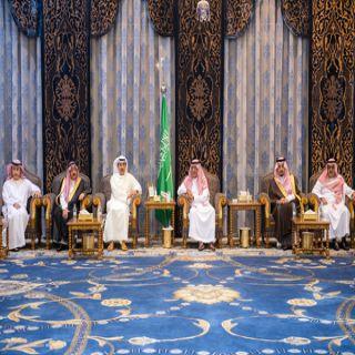 وفد أهالي #القصيم يُقدمون واجب العزاء للامير مقرن بن عبدالعزيز في وفاة الأمير منصور