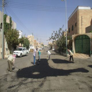 بالصور - بلدية مُحافظة #طريف تُعيد تهيئة بعض شوارع المُحافظة