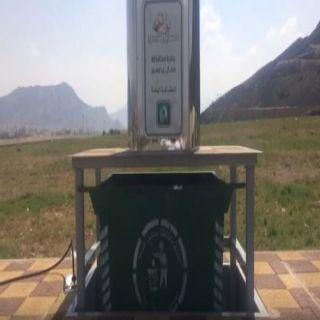 فيديو - بلدية #محايل تعمل على تركيب حاويات النفايات الهيدروليكية