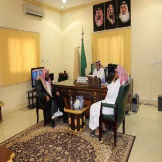 """مُحافظ #بارق يستقبل الدكتور""""الشهري"""" رئيس مجلس إدارة برثلوث المنظر"""