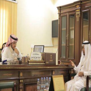 مُحافظ #بارق يلتقي في مكتبه في المُحافظة الباحث التاريخي أحمد البارقي