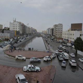 المطر زائر يكشف هشاشة مشاريع تصريف الأمطار والسيول في #جدة