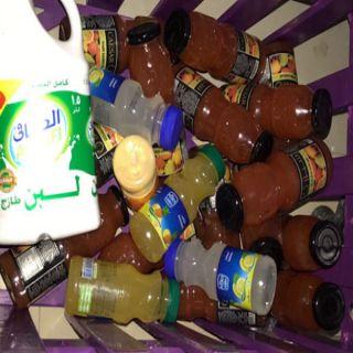 بلدية #بارق  تصادر مواد غذائية منتهية الصلاحية في محلات تجارية بثلوث المنظر