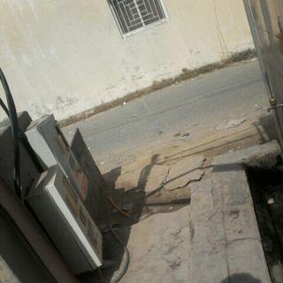 عداد كهرباء بجوار دورة مياه محطات وقود بقرية المُربع يُنذر بالخطر .