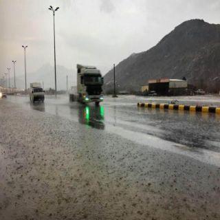 امطار متوسطة إلى خفيفة تنعش الأجواء في #بارق