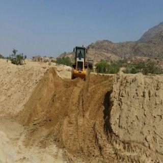 لجنة التعديات بـ #بارق تُزيل تعديات على ارضي حُكومية شرق جامعة الملك خالد