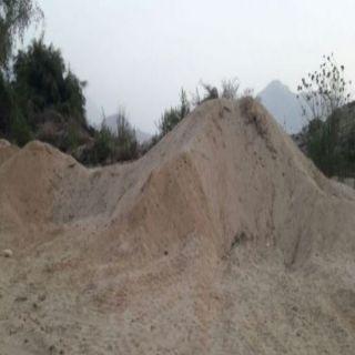مواطني آل حديله بثلوث المنظر يتصدون لعمالة سرقة الرمال