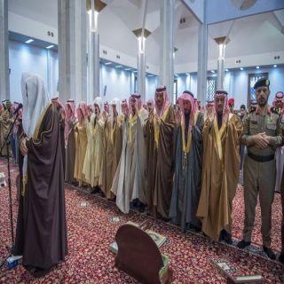 أمير منطقة القصيم يؤدي صلاة الاستسقاء بجامع الأمير عبدالإله بحي الصفراء