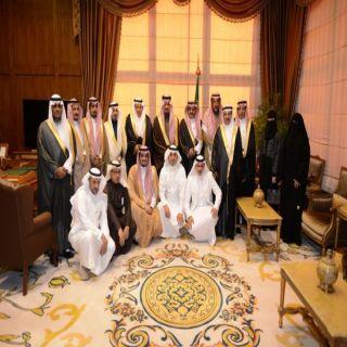 أمير عسير يستقبل الحويزي وأعضاء مجلس إدارة الغرفة التجارية الصناعية بأبها